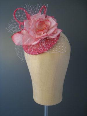 Kopfschmuck, Fascinator mit Blüte und Schleier
