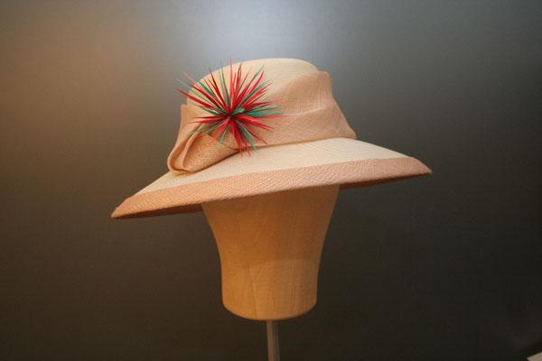 festlicher großer Hut