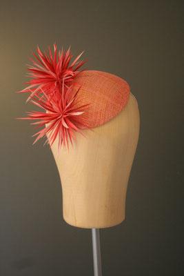Kopfschmuck, Fascinator mit Federblüten