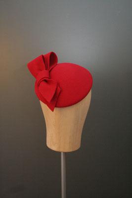Kopfschmuck, Fascinator aus Haarfilz mit Schleife