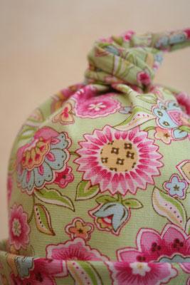 Kindermütze mit Blumen