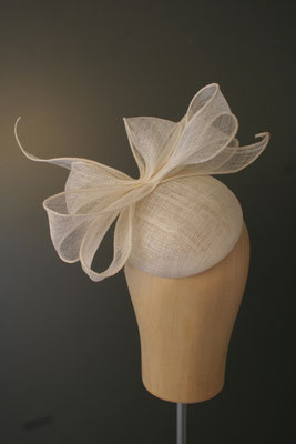 Brautkopfschmuck mit Schleife, Fascinator für die Hochzeit