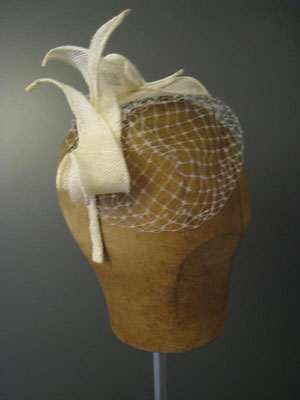Brautkopfschmuck, Fascinator für die Hochzeit mit Schleier