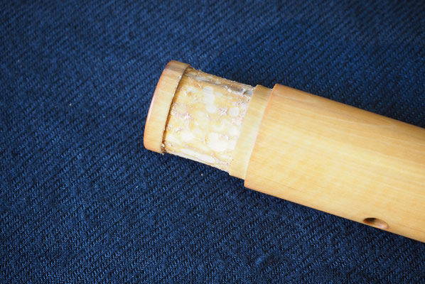 2 - Une fois le liège retiré, il faut éliminer les résidus de colle