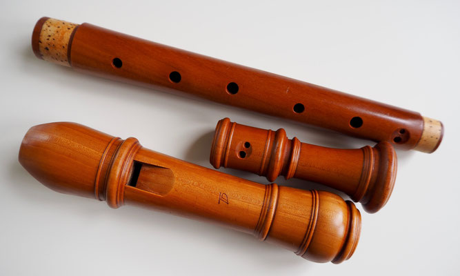 APRÈS : la flûte, en poirier, a retrouvé sa jolie couleur d'origine, un toucher agréable à l'extérieur et une belle sonorité.