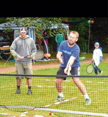 Vielfach wurden Mitmachaktionen angeboten: Der Tennisverein beispielsweise lud Besucher zum Spielen ein