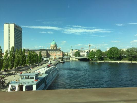 Die Aussicht aus unserem Abteilwagen. Hier: Potsdam