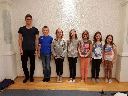 von links nach rechts: Elia Schedlberger, Simon Kinast, Lena Hüttenmayr, Emily Muhr, Lisa Neuhuber, Klara & Alina Kienberger