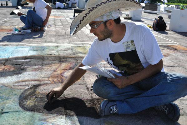 """Festival Bella Via, Monterrey, Messico   Durante i lavori dell'opera personale """"Antes de la lucha"""", 1° classificato."""