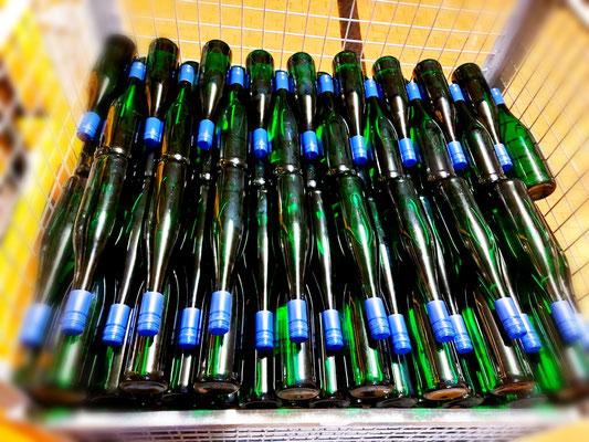 Abgefüllte Weinflaschen
