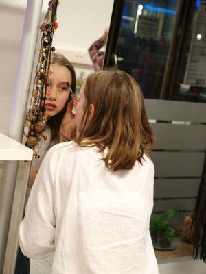 Teenagergeburtstag Idee bei ELA EIS in Düsseldorf, Fotoshooting, Schminken