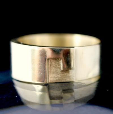 Gouden ring - in opdracht gemaakt van 'oud goud'