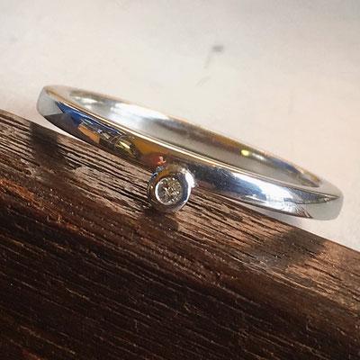 Zilveren aanschuifring met diamant