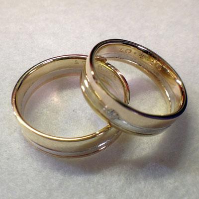 Trouwringen gemaakt van omgesmolten geel- en roségoud en zilver ('oud goud/zilver')