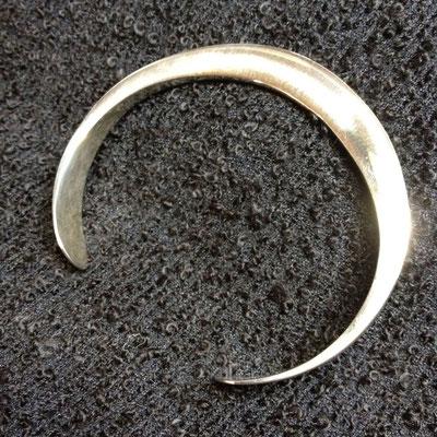 Zilveren gesmede klemarmband