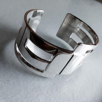 Zilveren klemarmband, met gezwarte details