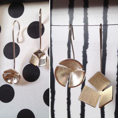 Zilveren oorbellen, in kleine en grote uitvoering.