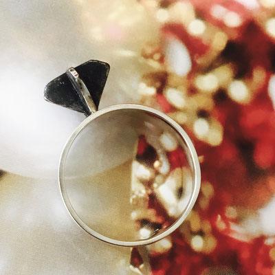 Zilveren ring met 'zwarte diamant' ;-)