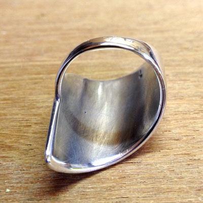 Vergroting zilveren ring.
