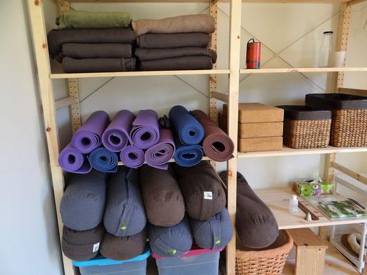 estúdio de corpo e alma, materiais de yoga, hall entrada