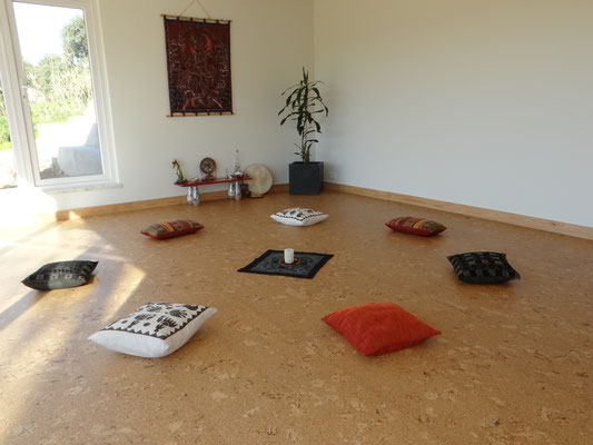 estúdio de corpo e alma, encontros, círculos, workshops, formações, sala ampla, altar, Ganesha, chão de cortiça flutuante, saúde e bem estar, partilha