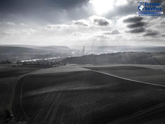 Schwarz Weiß Panorama über der Stadt Obernburg