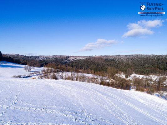 Winterstimmung aus der Luft mit Schneelandschaft