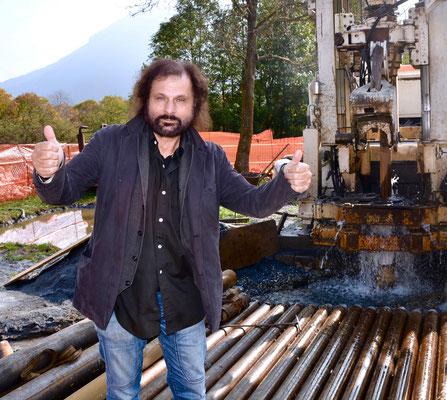 Maurizio Armanetti, rabdomante professionista, davanti al pozzo Termale di Valdieri