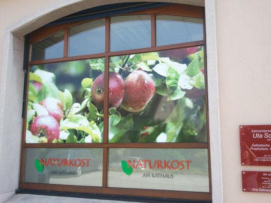 Schaufensterwerbung mit Folienplott und Digitaldruck