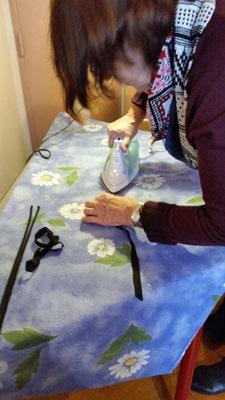 Faire les biais à l'aide d'un appareil spécial et un fer à repasser