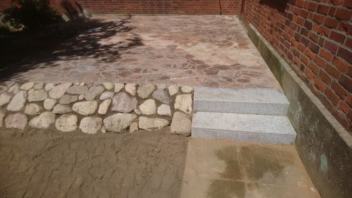 Terrasse mit Polygonal Platten | Garten- und Landschaftsbau Garber