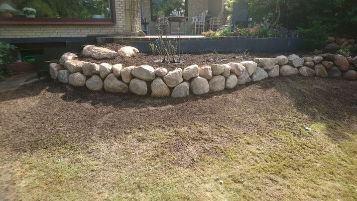 Natursteinmauer | Garten- und Landschaftsbau Garber