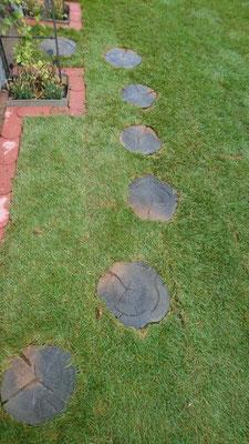Besondere Schrittplatten in Holzoptik | Garten- und Landschaftsbau Garber