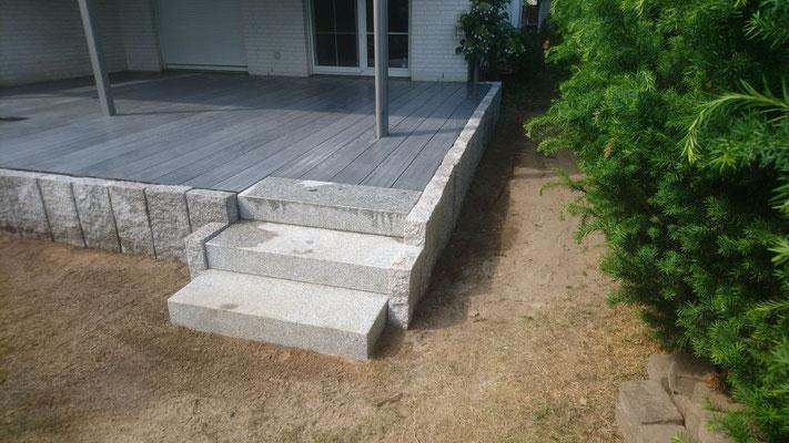 Terrasse in Kombination mit WPC und Granit | Garten- und Landschaftsbau Garber