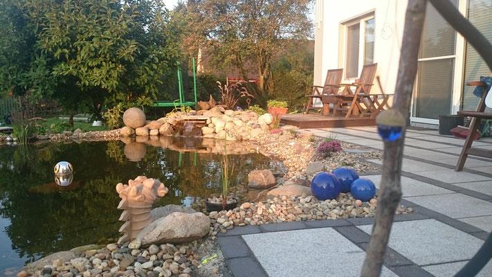 Gartenteich mit Terrasse aus Klinker und Granitplatten | Garten- und Landschaftsbau Garber