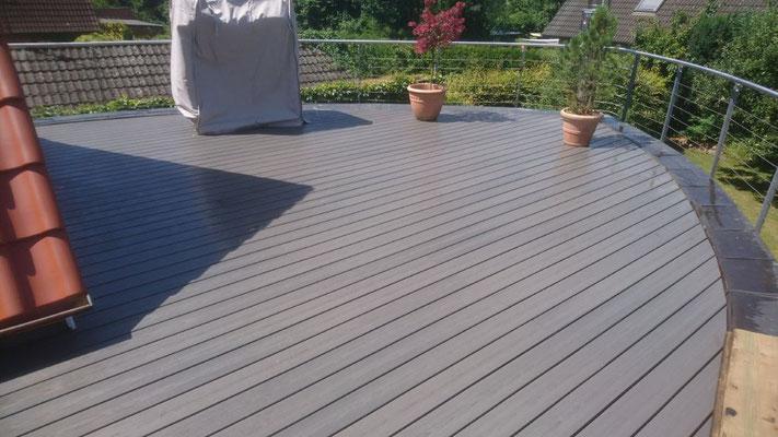 WPC auf einer speziell geformten  Terrasse | Garten- und Landschaftsbau Garber