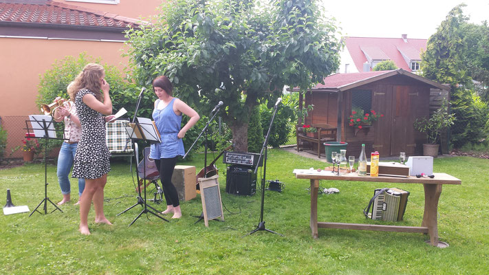 Unser zweiter Auftritt bei Sandis Oma im Garten
