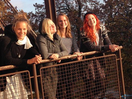 Goldener Herbst auf der Feuertreppe des Proberaums