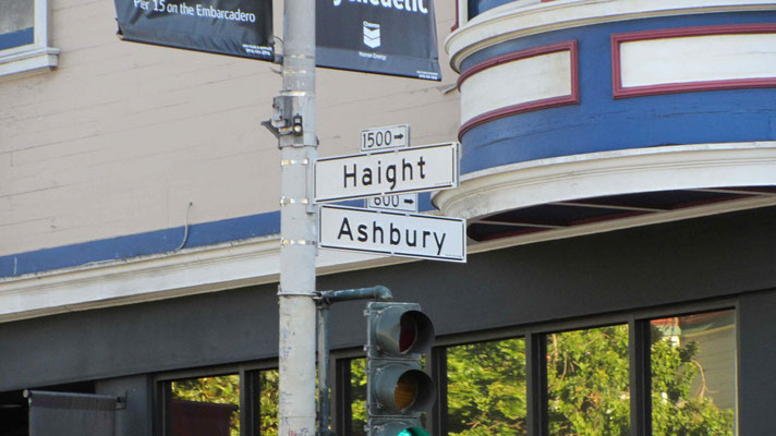 Hippies all over in Height-Ashbury