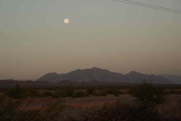 Das nächtliche Abenteuer endete mit einer Campingnacht in der Pampa. // The night adventure stops with camping in the pampa.