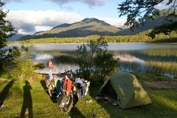 Camp at Lago Villarino.