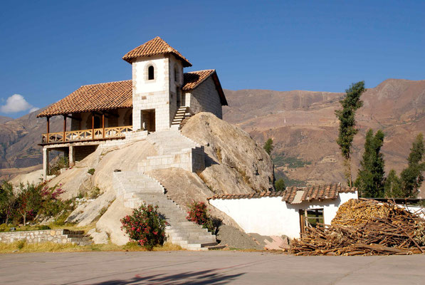 In Yungay we stayed at the church. They were very good to us: room, bed,  shower, good meal. On May 31, 1970 the Ancash earthquake caused a debris avalanche, burying the town of Yungay and killing 20,000 people.