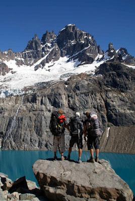 Letzer Blick bevors zurück ins Tal geht. / Last view on Cerro Castillo and his glacier.
