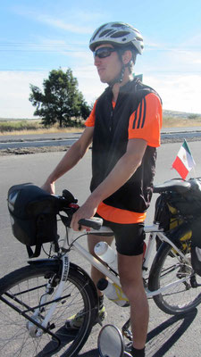 What is missing? After 5km Sam realized that his front panniers are missing.