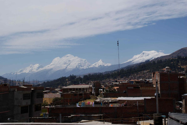 The mountaineering town of Huaraz. A lots of mountains to climb. We will come back.