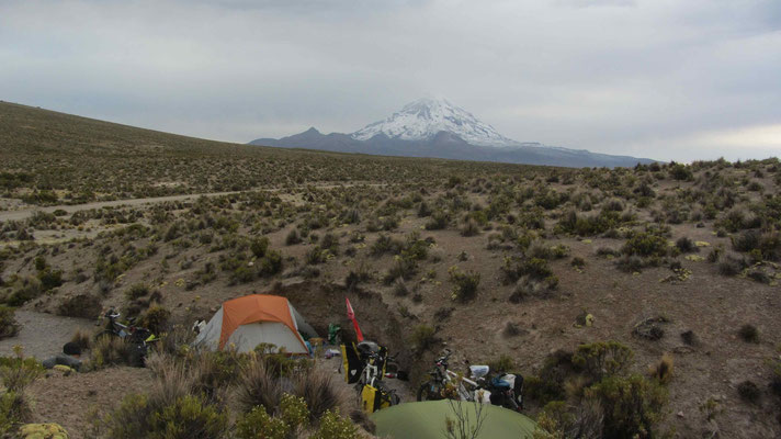 On the road to Sajama we met Lynsey and Johannes. Together we travel for a few days.