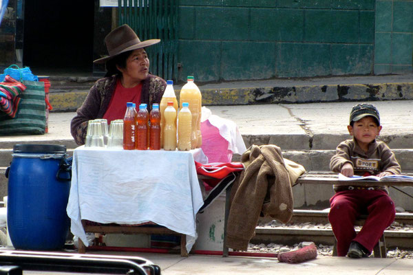 Sicuani. A women selling juices.