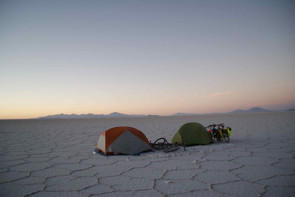 One more night on the Salar. Together with Lynsey and Johannes we eat Spaghetti with salar salt.