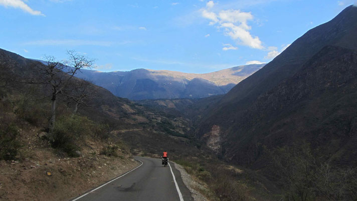 In front of us the climb of the day! from 860 m to 3100 m...