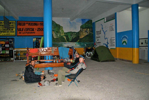 Because we were the last passage for the canyon trip, we could stay to camp at the boarding place.